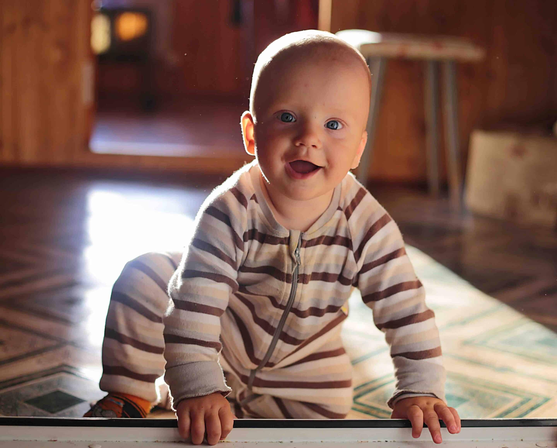 imiter les mouvements en rythmes des bébés...
