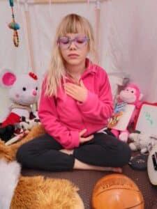 Pourquoi la cabane aide les enfants confinés à gérer eux-mêmes leurs insécurité ?